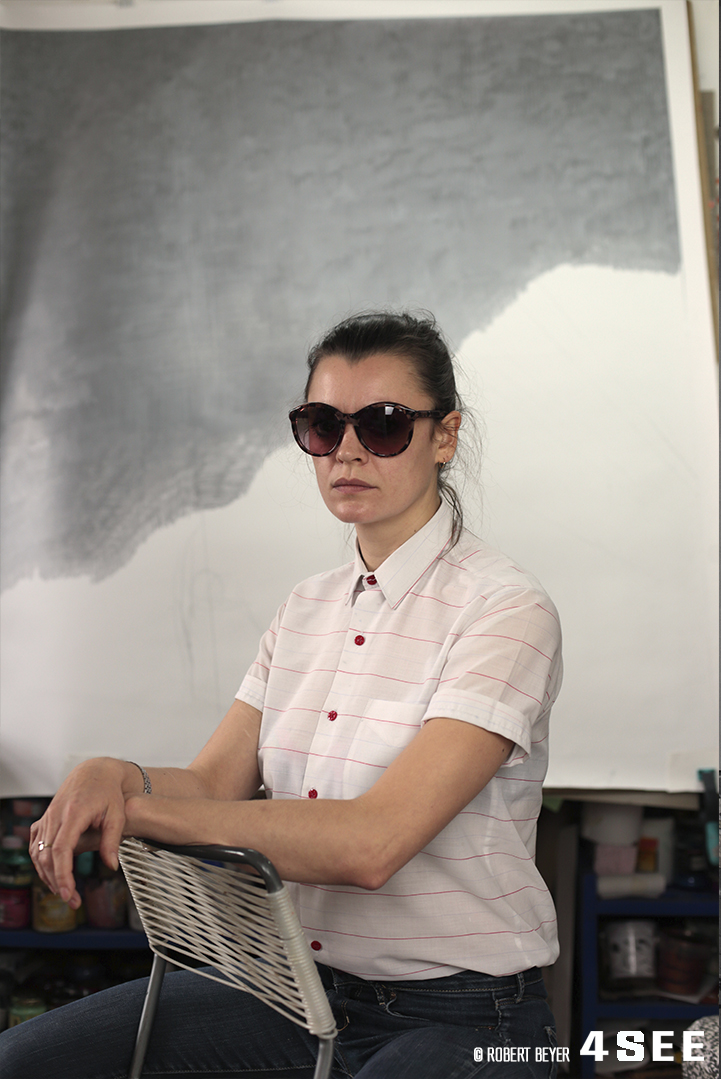 4SEE Artist Profile British artist Chloe Grove Portrait by Robert Beyer