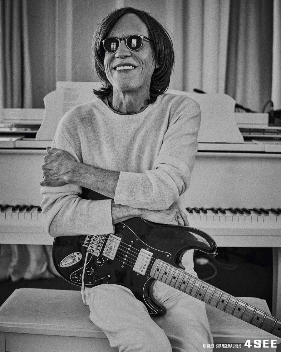 4SEE Interview with Glen Ballard, wearing Oliver Peoples, photographed by Bert Spangemacher