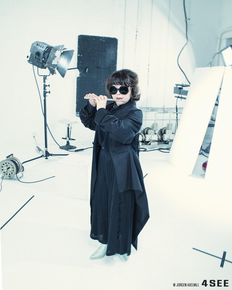 Mariko Akimoto used sunglasses by PRADA SPR 08 FF