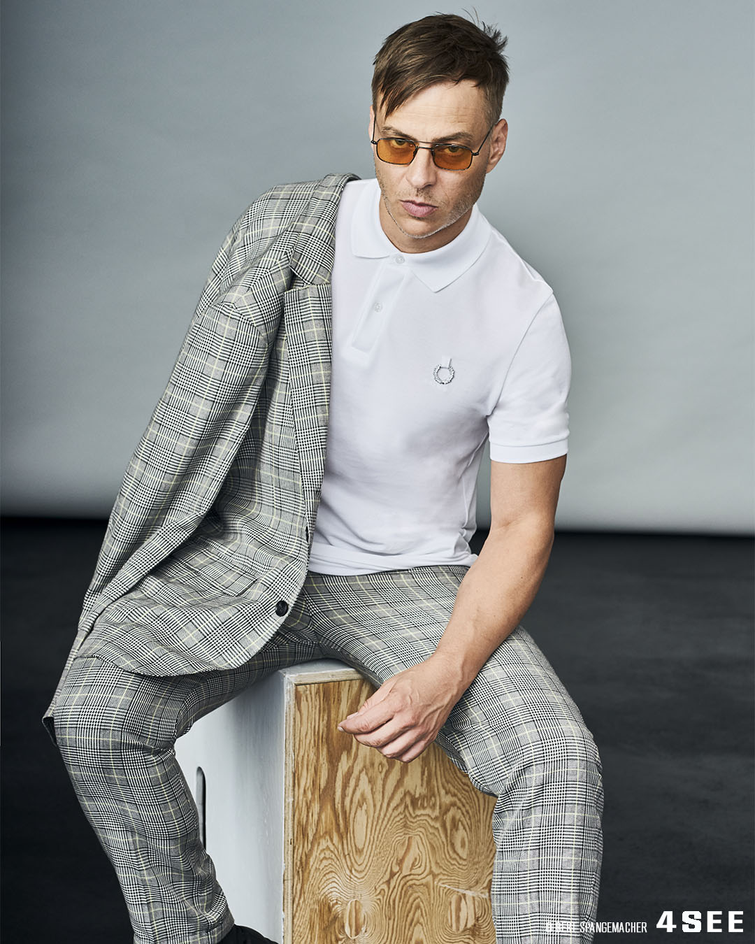 4SEE Interview with Tom Wlaschiha, Photography by Bert Spangemacher, Eyewear by Coblens