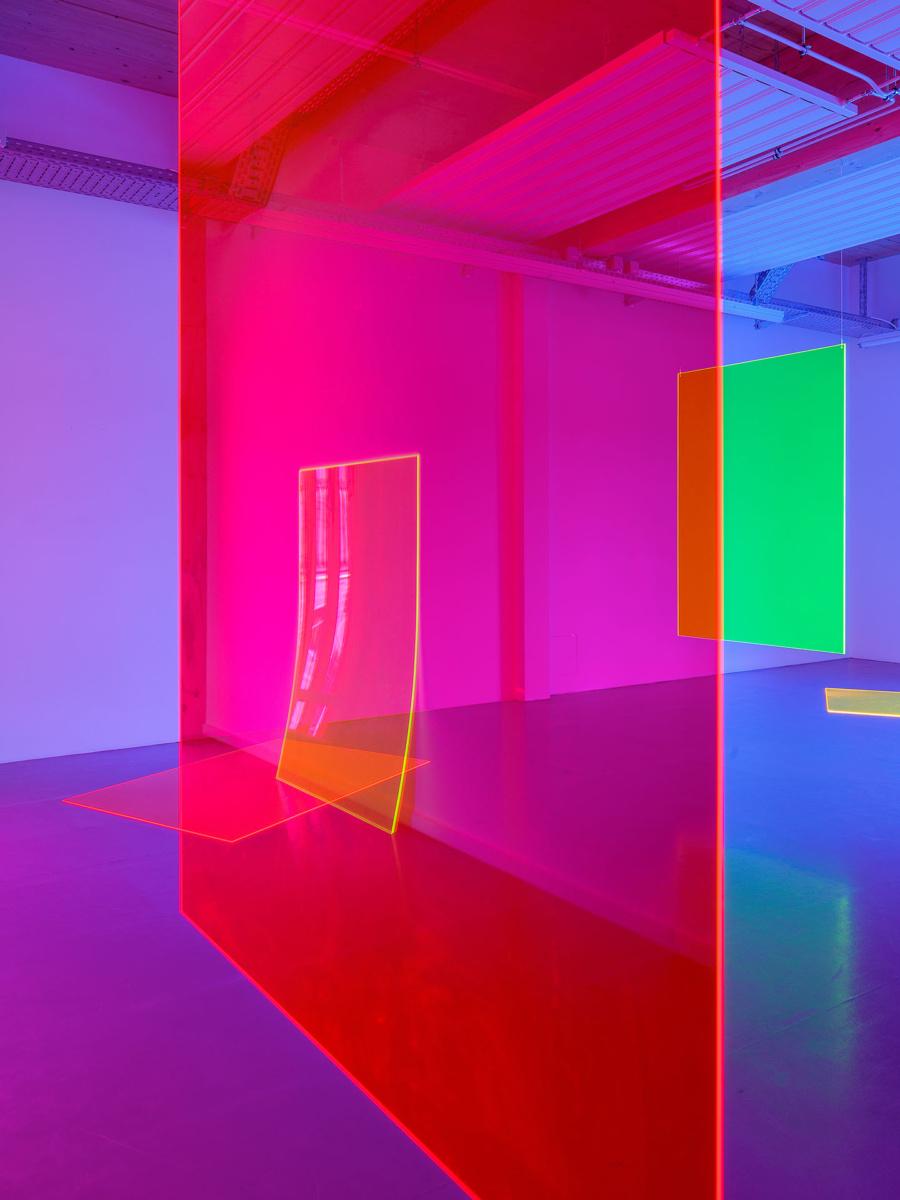 """The Sun Is Shining Tonight"" by Zora Kreuzer, 2020, acrylic glass, colour gels / B-Part Exhibition, Berlin (DE) Foto: Andreas Schimanski"